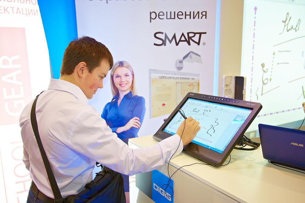 Интерактивный настольный дисплей SMART Podium SP518